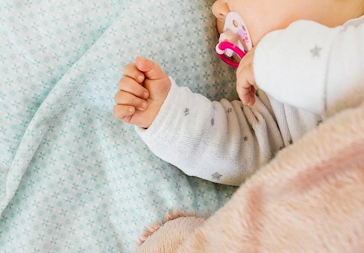 Erstausstattung für schlafendes Baby.